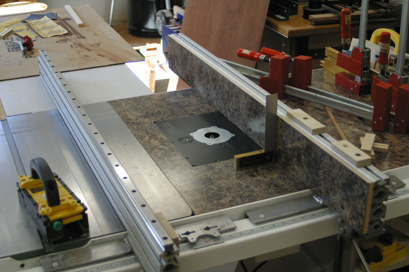 Table Saw Fence System With Interchangable Table Saw Fences